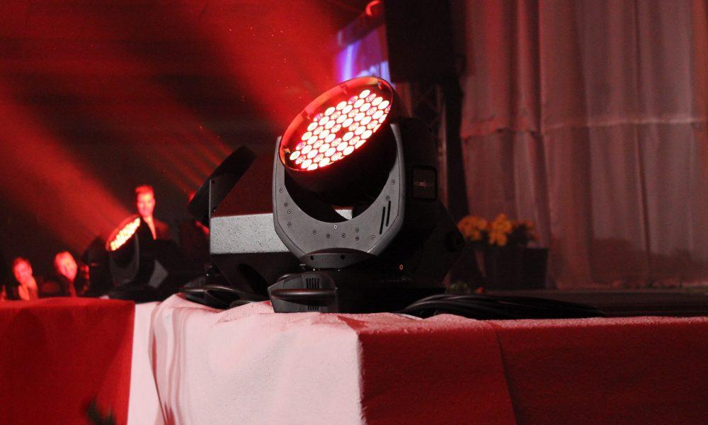 Auffallende Beleuchtung für das Gymnasium Herkenarth im Saal 2000